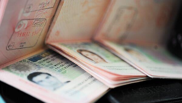 Visados Schengen en los pasaportes de los ciudadanos rusos (archivo) - Sputnik Mundo