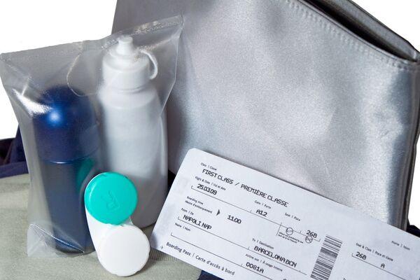 EEUU prohíbe líquidos y dentífrico en el equipaje de mano en los vuelos a Rusia - Sputnik Mundo