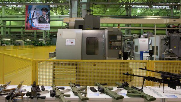 El consorcio Kalashnikov bate récords de producción de armas - Sputnik Mundo