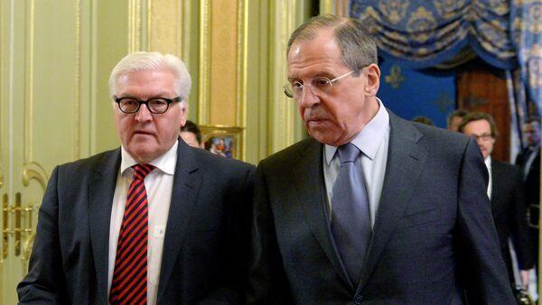 Frank-Walter Steinmeier y Serguéi Lavrov - Sputnik Mundo