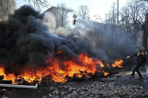 """Yanukóvich acusa a la oposición de """"cruzar el límite"""" al llamar a las armas - Sputnik Mundo"""