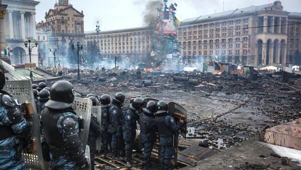 Los policías ucranianos en el Maidán en Kiev en febrero 2014 (archivo) - Sputnik Mundo