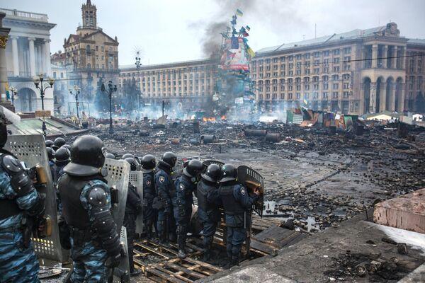 Experto ruso descarta implicación de antidisturbios Berkut en las matanzas en Kiev - Sputnik Mundo