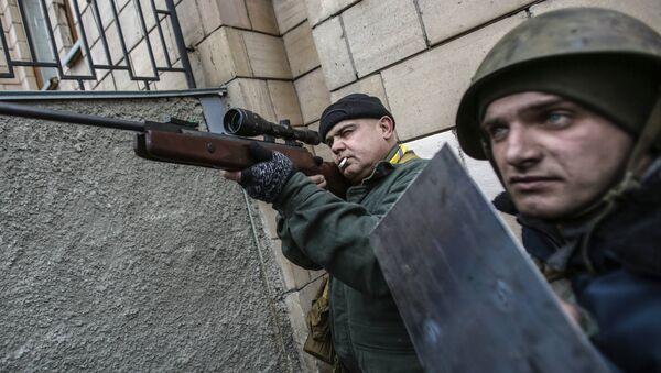Nacionalistas armados en la Plaza de la Independencia (Maidán Nezalézhnosti) en Kiev (Archivo) - Sputnik Mundo