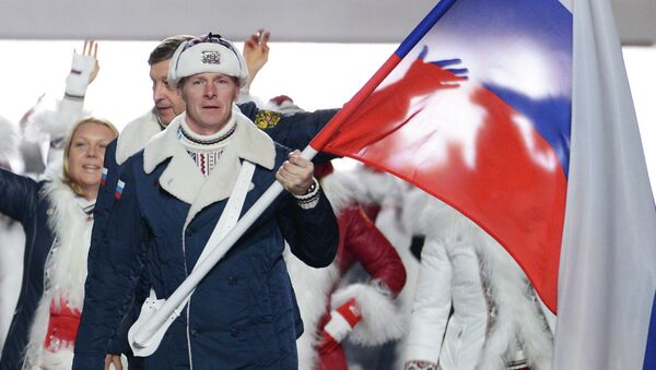 El equipo olímpico de Rusia con la bandera nacional del país - Sputnik Mundo