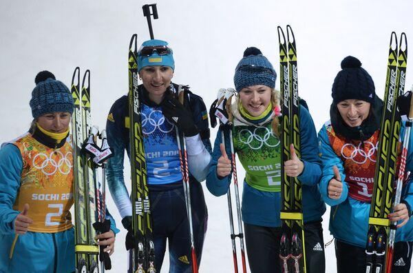 Equipo de Ucrania ganó el oro en los relevos 4x6 kilómetros de biatlón - Sputnik Mundo