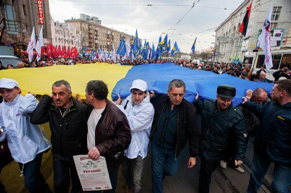 Las regiones orientales de Ucrania asumen la defensa del orden constitucional - Sputnik Mundo