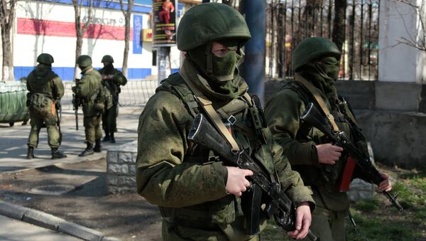 Militares rusos en Simferópol, Crimea - Sputnik Mundo