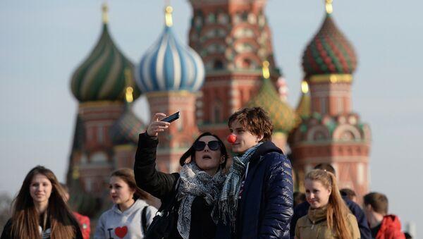 La caída del rublo aumenta el atractivo de Rusia para turistas - Sputnik Mundo