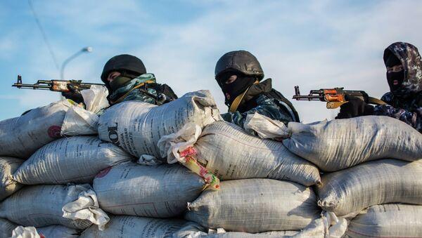 Fuerzas de seguridad ucranianas cerca de la frontera entre Crimea y Ucrania (Archivo) - Sputnik Mundo