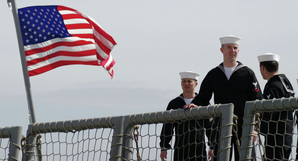 Marinos de la fragata de la Armada de EEUU