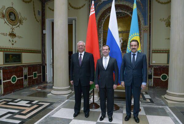 Medvédev llama a acelerar la creación de la Unión Económica Euroasiática - Sputnik Mundo