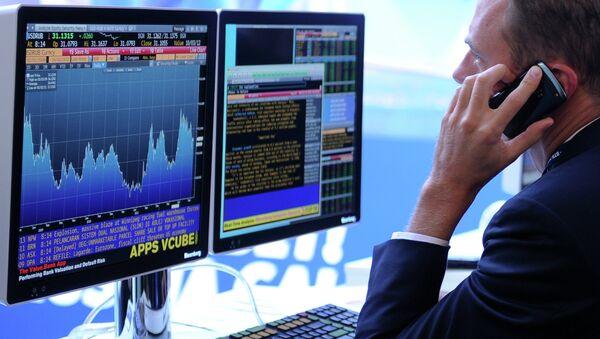 El mercado ruso de acciones cae un 3% tras escalada del conflicto en Ucrania - Sputnik Mundo