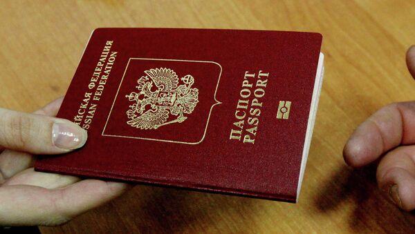 Kiev justifica con un convenio de 1997 la prohibición de entrar en Ucrania con el DNI ruso - Sputnik Mundo