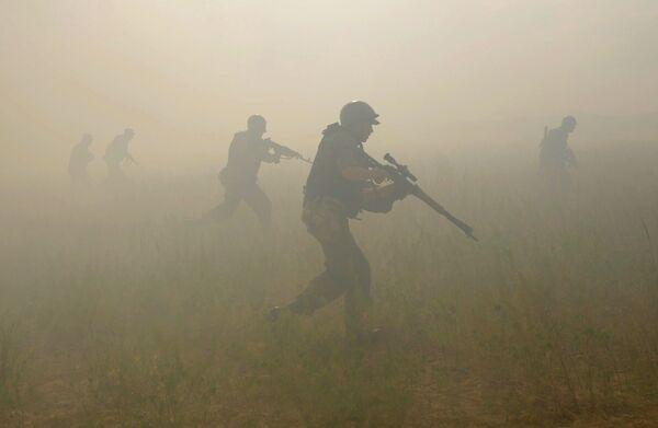 OTAN acusa a Rusia de tener 20.000 militares en frontera con Ucrania - Sputnik Mundo