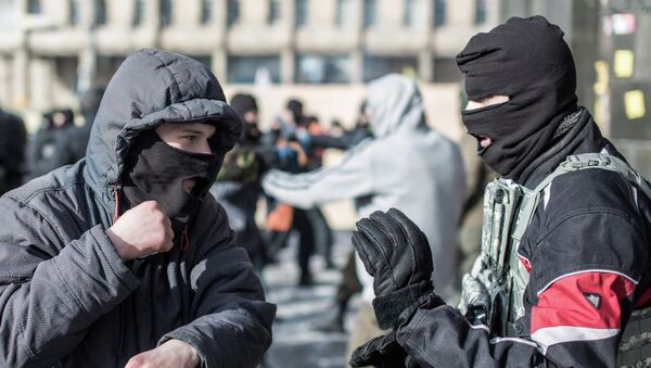 Moscú insiste en el desarme inmediato de todos los grupos paramilitares en Ucrania - Sputnik Mundo