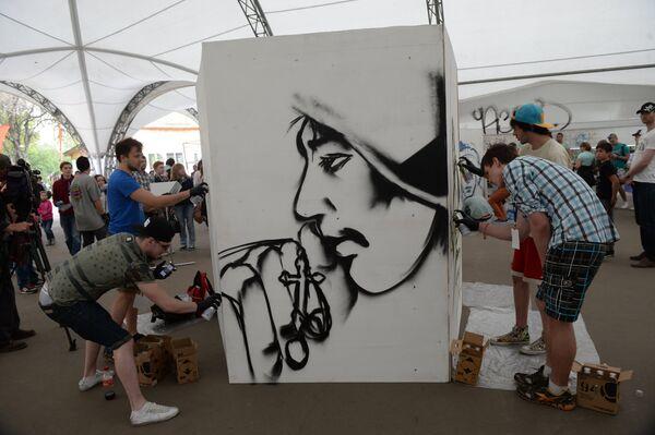 """Festival de Grafiti """"Gracias al abuelo por la Victoria"""" - Sputnik Mundo"""