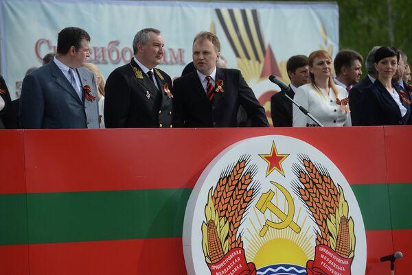 El viceprimer ministro y representante especial del presidente de Rusia en Transnistria, Dmitri Rogozin formó parte de la delegación oficial rusa que visitó Transnistria el 9 de mayo - Sputnik Mundo