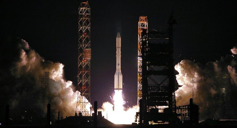 Lanzamiento de un cohete portador ruso Protón-M (archivo)