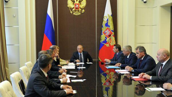 Presidente de Rusia Vladímir Putin durante la reunion con el Consejo de Seguridad de Rusa (Archivo) - Sputnik Mundo