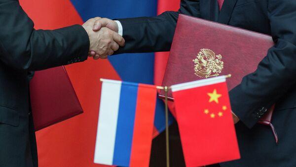 Las sanciones de EEUU provocan un acercamiento entre Rusia y China - Sputnik Mundo