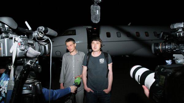 Reporteros de LifeNews, Oleg Sidiakin y Marat Saichenko - Sputnik Mundo