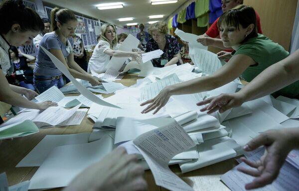 De acuerdo a los resultados ode las encuestas a pie de urna Piotr Poroshenko consiguió el 55,9% de los votos - Sputnik Mundo