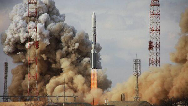 Пуск ракеты Протон-М - Sputnik Mundo