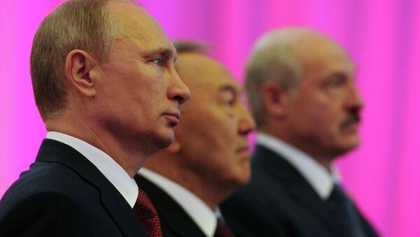 Vladímir Putin, Nursultán Nazarbáyev y Aleksandr Lukashenko - Sputnik Mundo