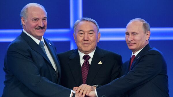 Alexandr Lukashenko, Nursultán Nazarbáiev y  Vladímir Putin - Sputnik Mundo