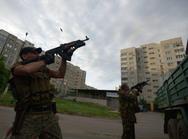 Las autoridades de Lugansk anuncian que en una ciudad de la provincia hubo 100 muertos - Sputnik Mundo