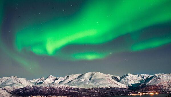 Rusia restaurará diez aeródromos en el Ártico en 2015 - Sputnik Mundo