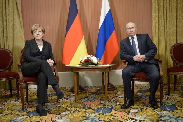 Putin y Merkel buscan una salida a la crisis de Ucrania - Sputnik Mundo
