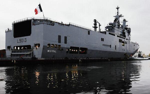 Francia considera inapropiadas las condiciones para suministrar el primer Mistral a Rusia - Sputnik Mundo