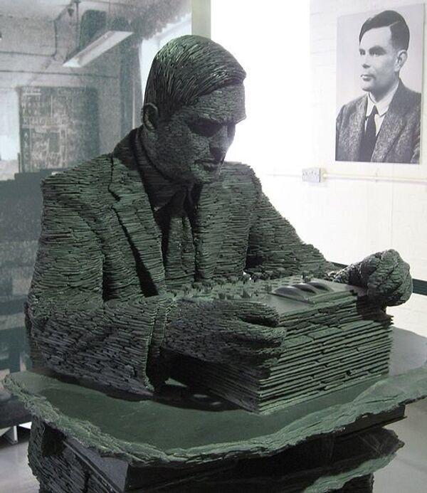 Estatua de Alan Turing - Sputnik Mundo