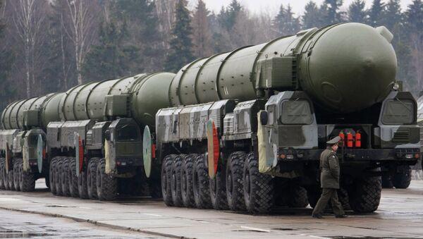 Lanzaderas de misiles Topol-M (archivo) - Sputnik Mundo