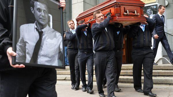 El funeral del periodista ruso Ígor Korneliuk - Sputnik Mundo