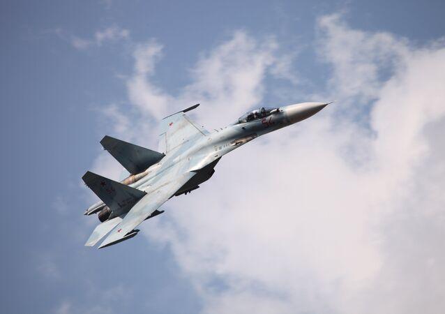 Caza Su-27