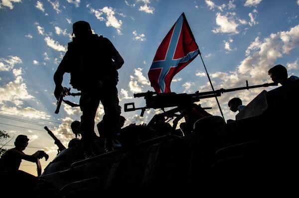 Los milicianos se retiran de varios pueblos y abaten dos aviones en Ucrania - Sputnik Mundo
