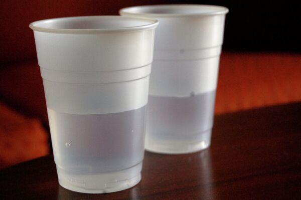 Fuerte sequía obliga a usar vasos de plástico en bares nocturnos de Sao Paulo - Sputnik Mundo