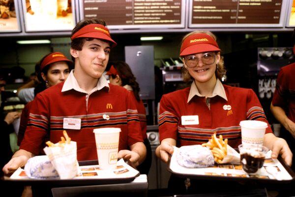 Rusia endurece el control sobre proveedores de McDonald's - Sputnik Mundo