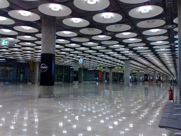 Aeropuerto Adolfo Suárez Madrid Barajas - Sputnik Mundo