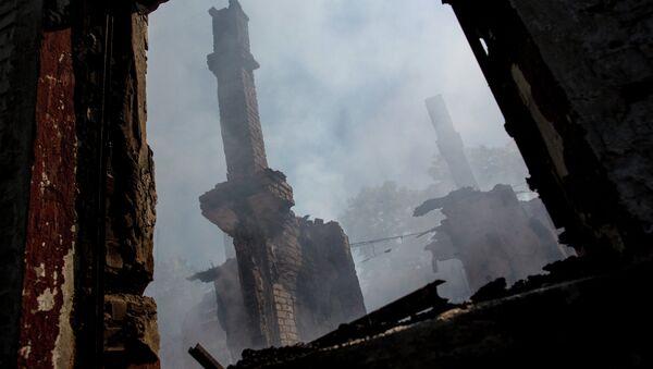 Decenas de civiles muertos tras el bombardeo de Uglegorsk, en Ucrania Oriental - Sputnik Mundo