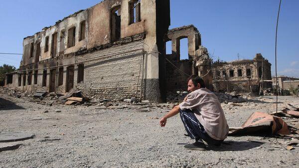 Edificios destruidos en Tsjinval - Sputnik Mundo
