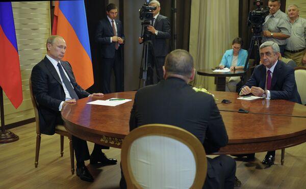 Presidente de Rusia, Vladímir Putin, presidente de Azerbaiyán, Iljam Alíev y presidente de Armenia, Serzh Sargsyan - Sputnik Mundo
