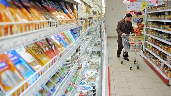 Serbia lucha contra la reexportación de alimentos prohibidos a Rusia - Sputnik Mundo