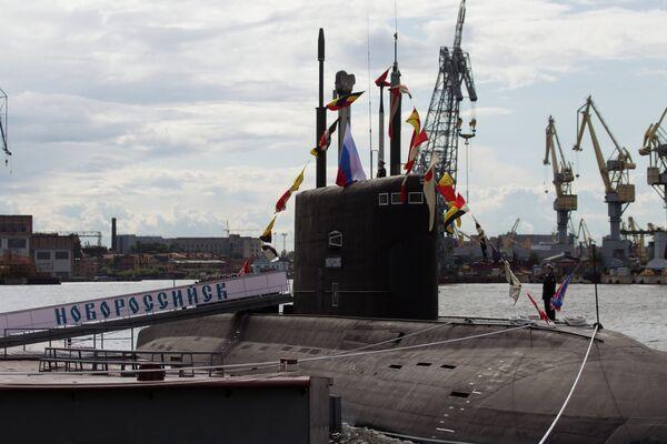 La Armada rusa incorpora el submarino diésel-eléctrico Novorossiysk - Sputnik Mundo
