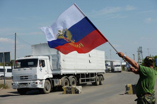 Convoy humanitario ruso llega a Ucrania ante protestas de Kiev, la UE y la OTAN - Sputnik Mundo