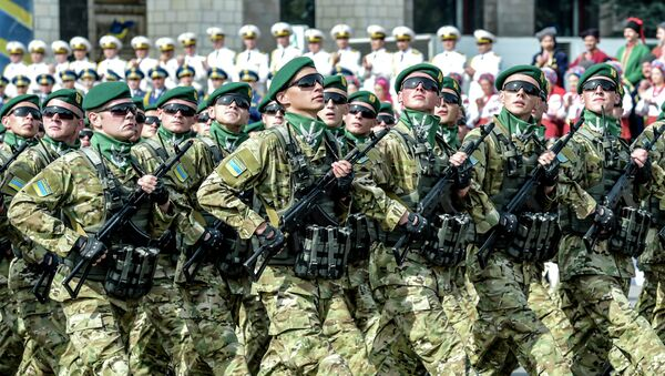 Desfile militar en Kiev (archivo) - Sputnik Mundo