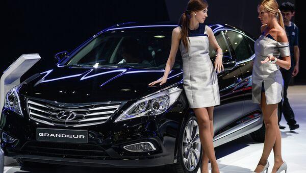 Автомобиль Hyundai Grandeur на Московском международном автомобильном салоне - Sputnik Mundo